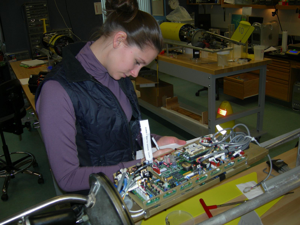 A student prepares the glider's internal electronics.<div class='credit'><strong>Credit:</strong> A student prepares the glider's internal electronics.</div>