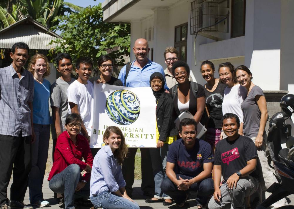 The 2012 Indonesian Biodiversity Research Center dive class stand in a group together